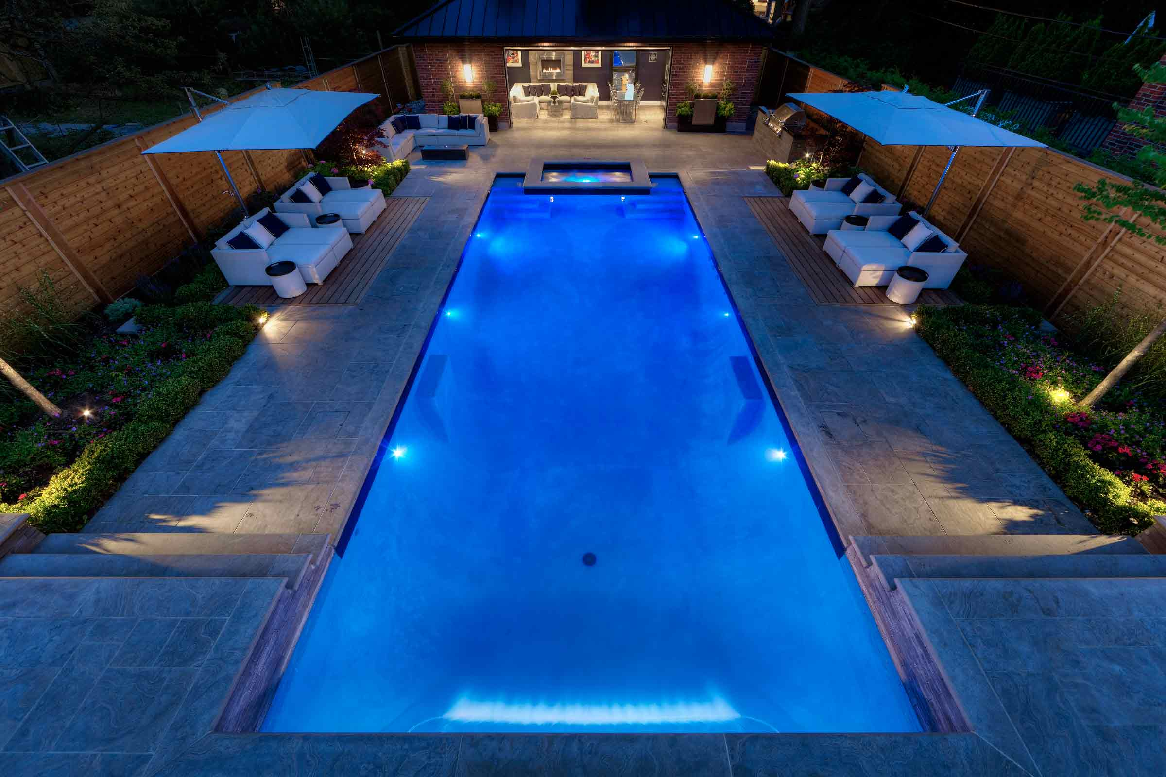 Private residence canada hevi lite inc for Pool dimensions